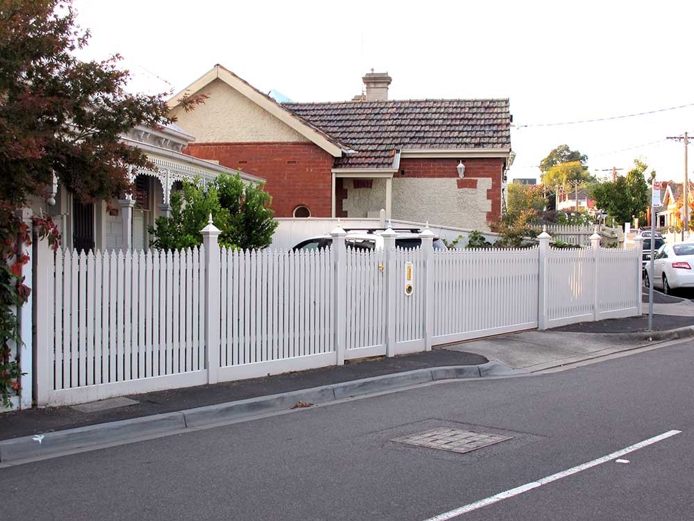 Picket Fencing with Post Capitals